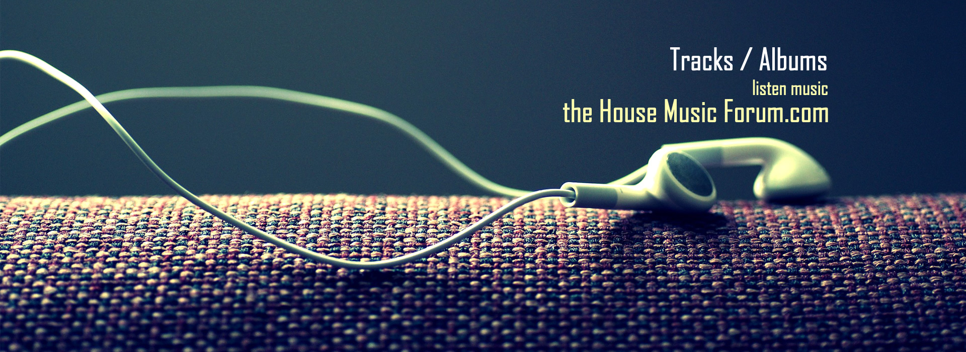 listen music tracks and full albums.